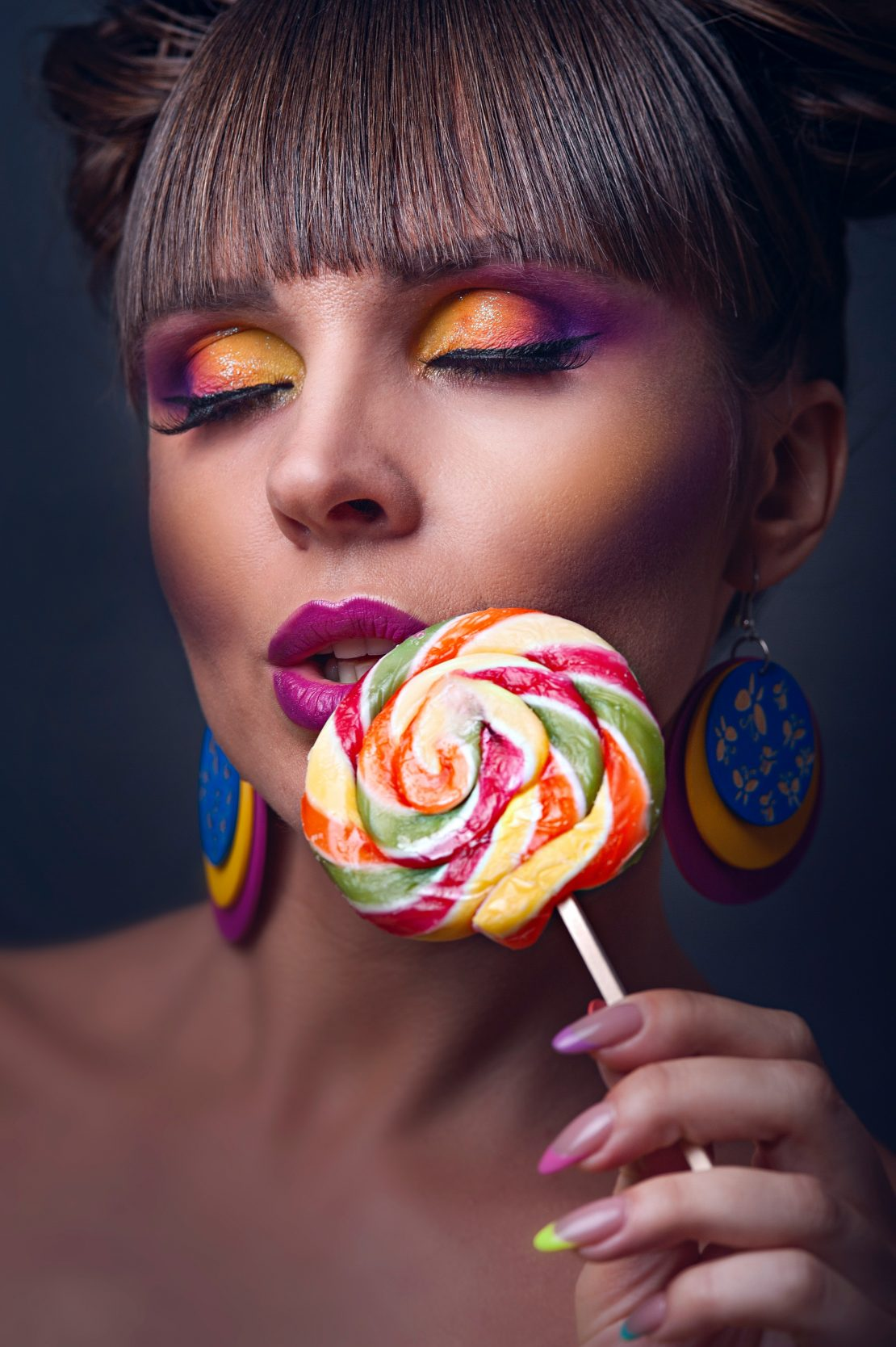Learn more information about the traits and qualities of successful makeup artists. Contact Health and Style Institute at 1-844-94-STYLE for more information on the makeup artistry program.